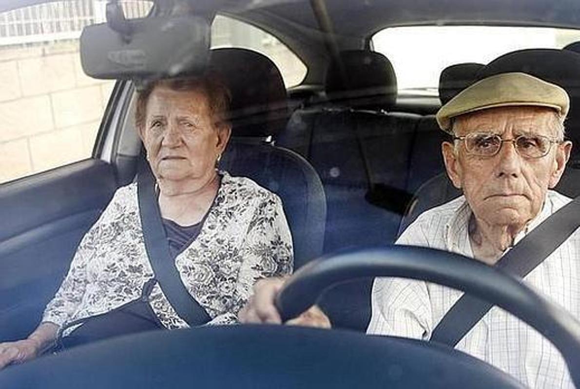 До какого возраста разрешено вождение автомобиля по закону