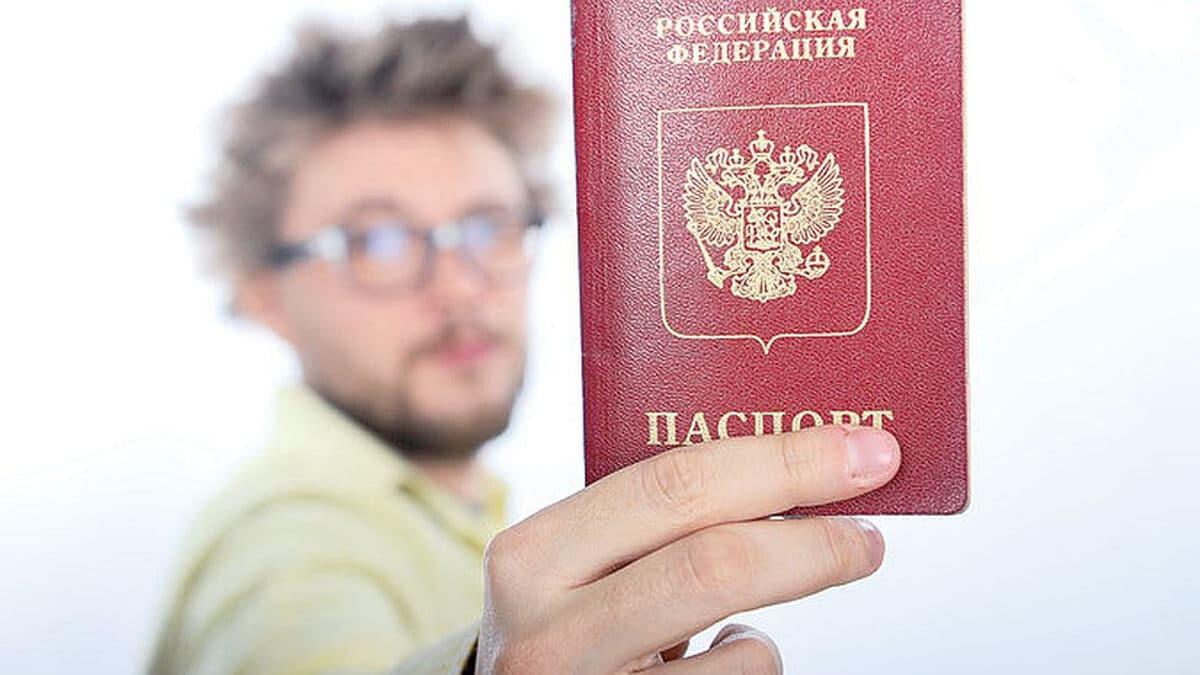 Получить российский паспорт станет проще