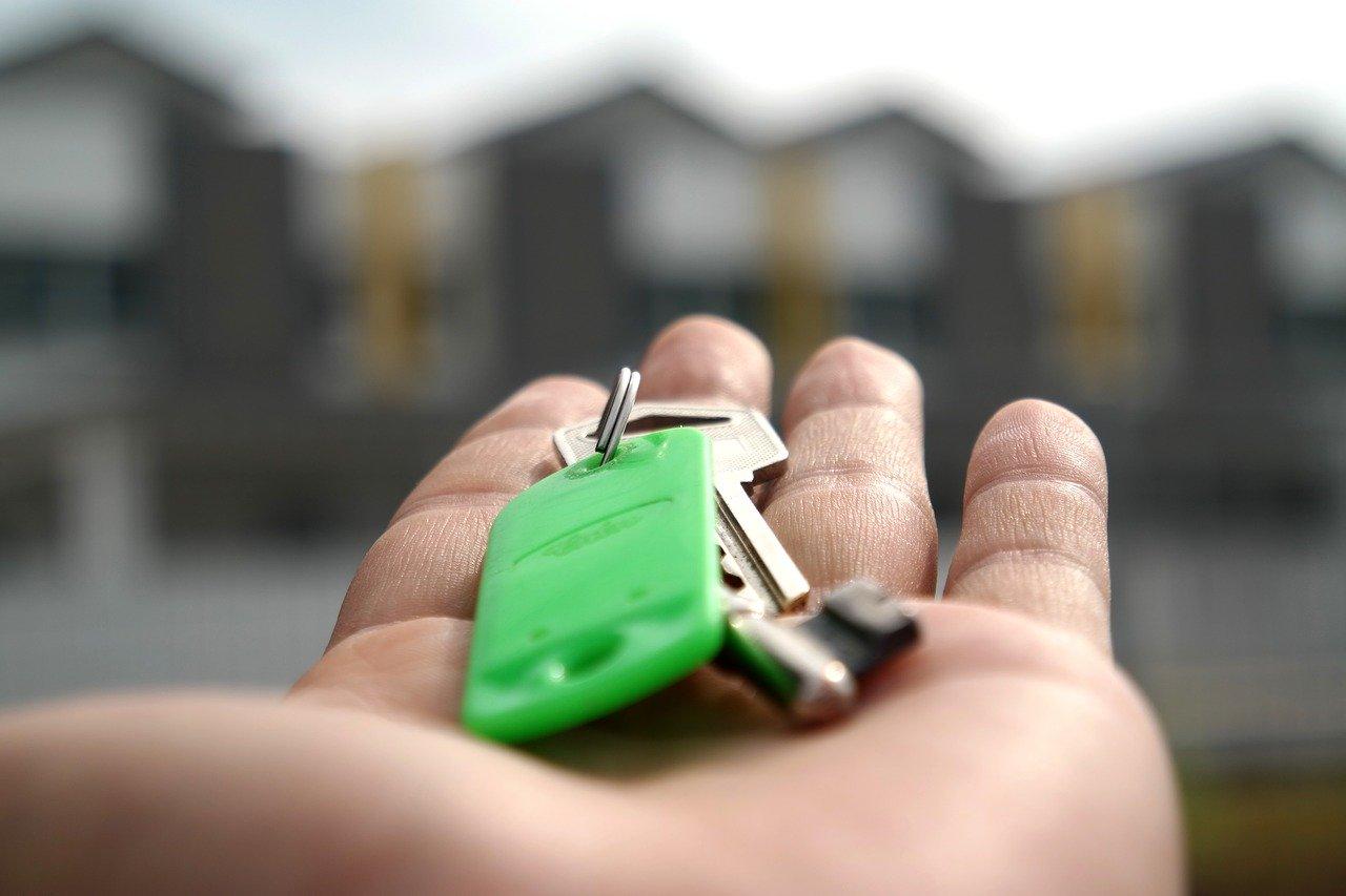 Как переоформить квартиру на одного из супругов