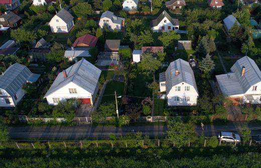 Поправки в законе помогут урегулировать споры между соседями по даче