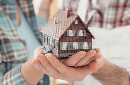 Как лучше поступить с квартирой: завещать или подарить