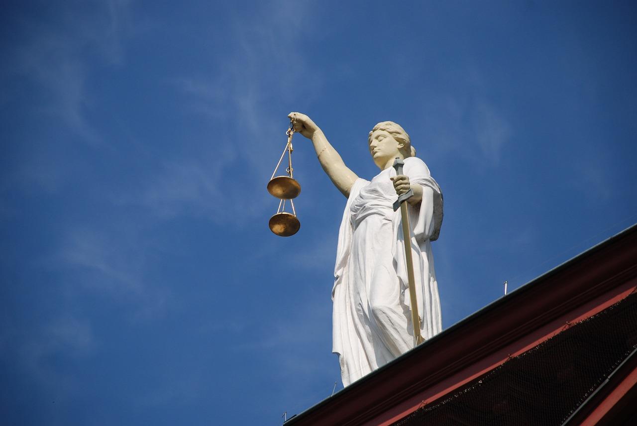 Имеет ли право работодатель уволить сотрудника без причины