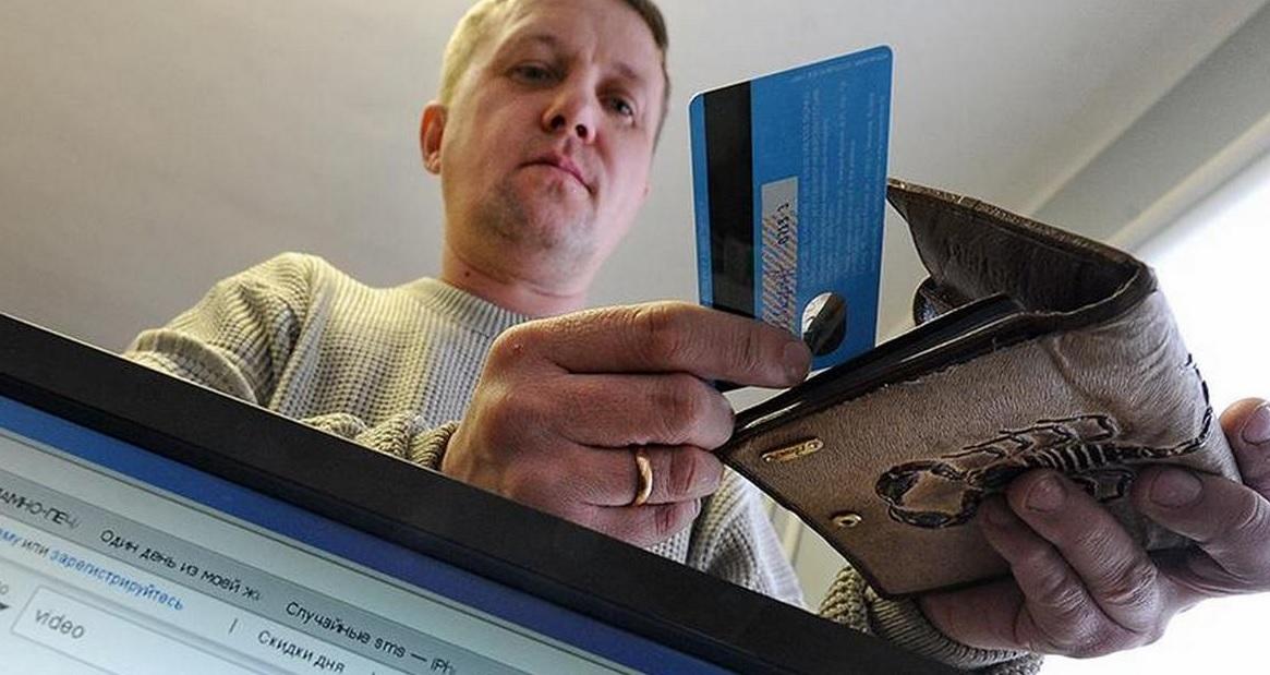 Выпуск банковских карт планируют сделать платным